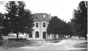 First National Bank under construction, about 1905.  Source: State Archives of Florida, Florida Memory, http://floridamemory.com/items/show/1532