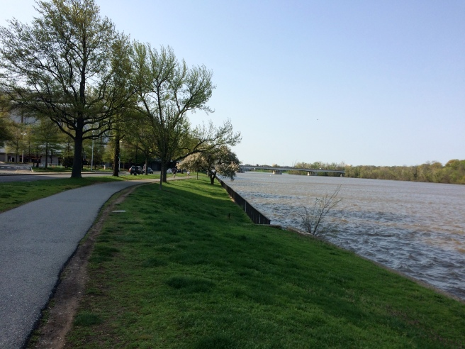 About two thirds of the way to the Archives, the trail takes you along the Potomac, with the Kennedy Center on the left.