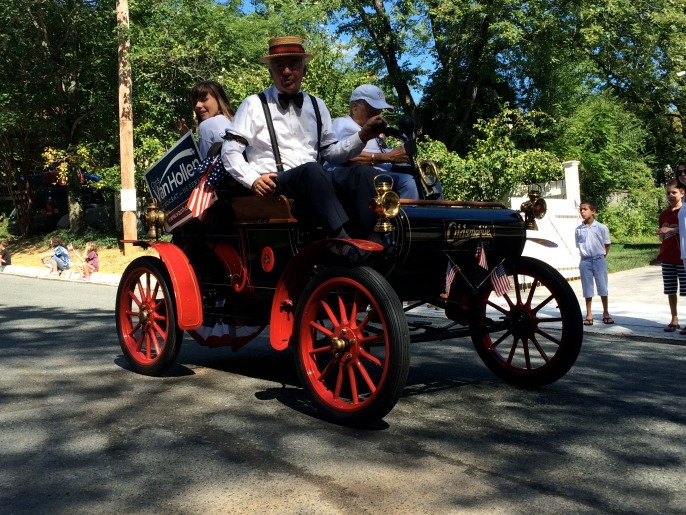 A 1903 Oldsmobile -- electric, people!