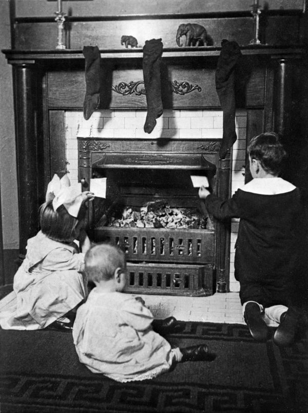 Children in front of a coal-burning fireplace in Greenwood, Florida. Source: Florida Memory