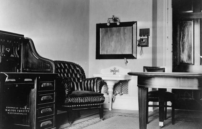 Another view of the office space in the Cannon House Office Building, taken around 1908. Notice that it was a pretty tight fit: It would have had to accommodate both Emmett and his executive secretary, Jeff Davis Stephens, and visitors, too. Source: www.loc.gov